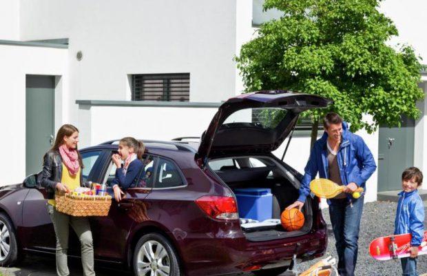 Медведев утвердил льготы для многодетных семей напокупку авто