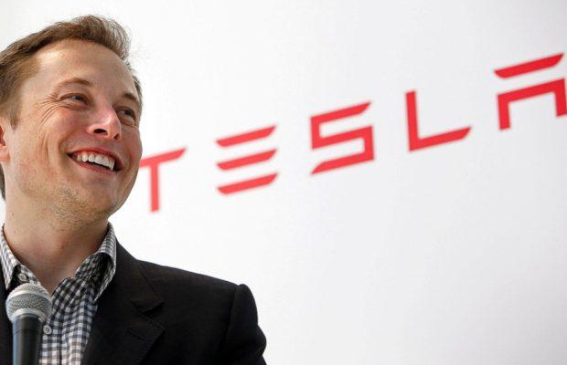 Маск сказал дату презентации фургона Tesla савтопилотом